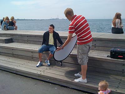 Alex Nilsson blir fotograferad i Västra hamnen