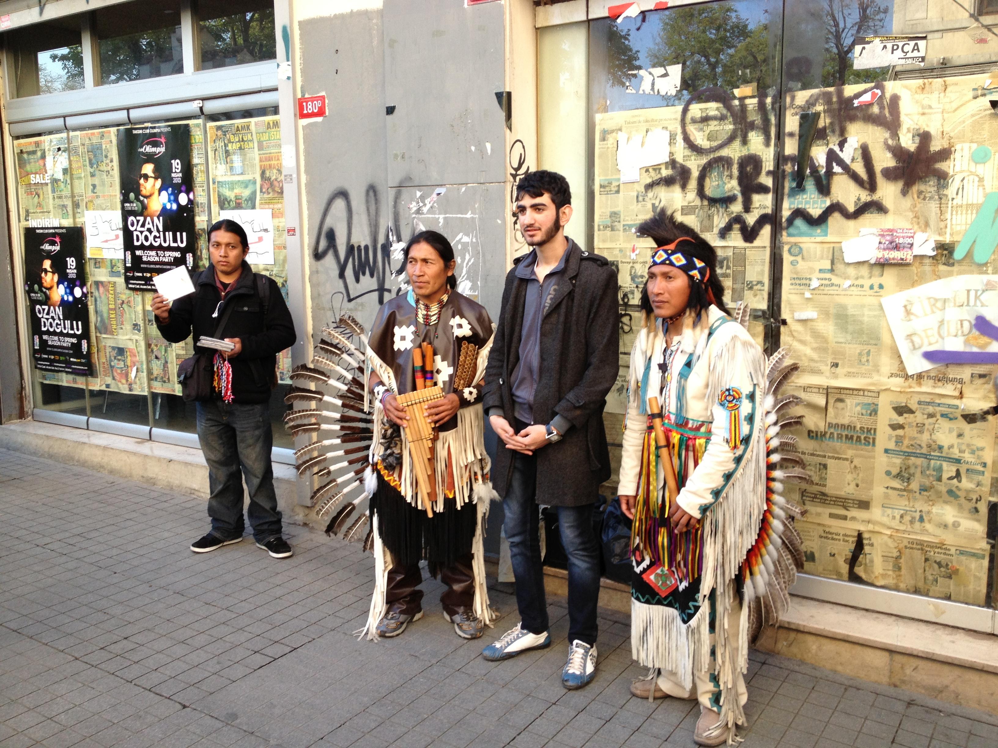 Det stod två inkaindianer på en gågata och turkarna turades om att bli fotograferade med dom. Det kändes väldigt långt från Anderna.