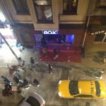 Nattklubben Box nedanför vårt hotellrum. Inte särskilt populär klubb.